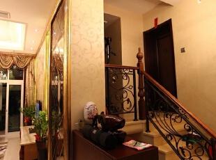 中南世纪城100平米跃层三居欧式风格楼梯设计