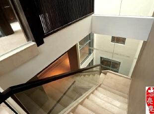 洁亮中式楼梯