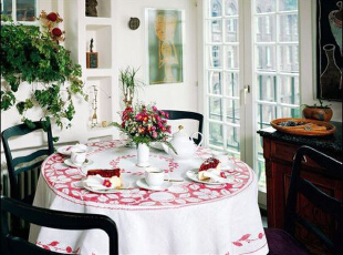 为母亲节准备的餐桌氛围