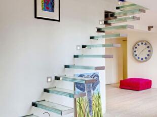 玻璃楼梯  现代白色家