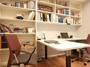 这种简单时尚而且又实用的书房是许多都市人的大爱。,80平,10万,现代,两居,书房,
