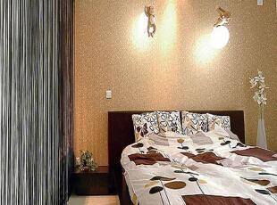 壁灯的温和效果和床头墙上的色调非常协调。,现代,卧室,
