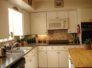 厨房的布局显得整洁,配套设施很齐全。,138平,16万,现代,四居,厨房,