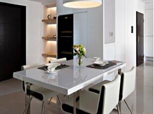 这种黑白色的时尚小餐厅会令你的用餐心情更愉悦。,108平,12万,现代,三居,餐厅,