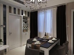 这种时尚的小餐厅搭配上四周简约的舒适造型,非常符合品味生活的需求。,109平,12万,现代,三居,餐厅,
