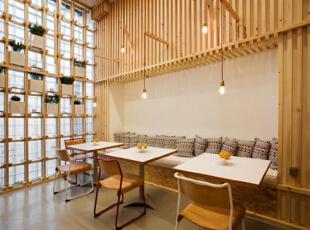大量的木质创建了坚实的空间框架,将整个的咖啡馆氛围营造的舒适与随意,500平,10万,现代,公装,咖啡厅设计,