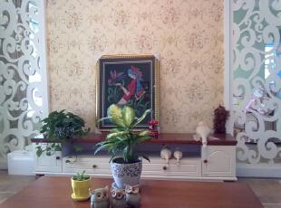 电视墙,选择的是 欧式卷叶草,配上 卷叶团花的墙纸一相呼应.图片