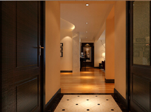 地砖斜铺的工艺加上对面的玄关和流线形的吊顶使得整个空间更具有连贯性和灵动性,并对空间有一个拉伸的效果。,24万,效果图,190平,现代,门厅,四居,