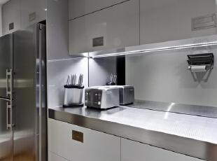 不锈钢橱柜好吗?不锈钢橱柜台面价格怎么样