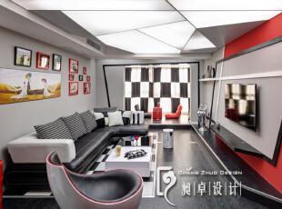 阳台的地面做了抬高,刚好与电视柜的地面连为一体。而阳台的左右两面墙体因为宽度不一样,我们直接做了黑色的线条做了异形球门的处理,与电视背景墙的黑色勾勒线条完全一致,让整个空间显得大了许多。,110平,10万,现代,三居,客厅,红色,黑白,