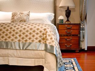 夜蓝,是诗人特有的情怀,纯羊毛手工织就的花纹,调和出令人心醉的浪漫。,130平,45万,欧式,两居,