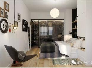 """时尚的卧室配有""""消失""""在背景中隐藏的储物单元和光滑木架。清凉的玻璃门遮住了宽敞的壁橱,而智能照明和自然通风迎来一种开放新鲜的氛围。"""