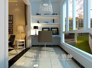 天地湾5号楼85平三居室现代简约风格装修效果图--阳台,通透的玻璃窗让室外的美景尽收眼底,浅色的沙发让整个环境看起来更加的素雅静谧,墙上的壁画释放着艺术的魅力,带给人过目不忘的惊喜。