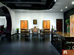 红木展示空间,黑白黄三色,古朴大气。