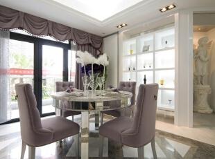 北京紫禁尚品国际装饰—餐厅 餐厅是家居生活的心脏, 不仅要美观, 更重要的实用性, 整体性。 餐厅的灯光很重要既不能太强又不能太弱,顶部做了简单的吊顶。,200平,42万,欧式,三居,紫色,白色,