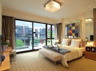 北京紫禁尚品国际装饰—卧室 讲究做到功能齐全,线条明快就可以了,不要复杂的天花,不要复杂的墙纸,不要复杂的吊灯,不要复杂的衣橱,取而代之的是简洁的家具布置和明快的色调。,378平,68万,现代,别墅,黑白,黄色,卧室,