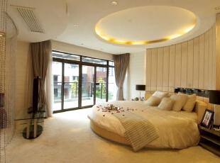 北京紫禁尚品国际装饰—主卧 讲究做到功能齐全,线条明快就可以了,不要复杂的天花,不要复杂的墙纸,不要复杂的吊灯,不要复杂的衣橱,取而代之的是简洁的家具布置和明快的色调。,378平,68万,现代,别墅,黄色,卧室,黑白,