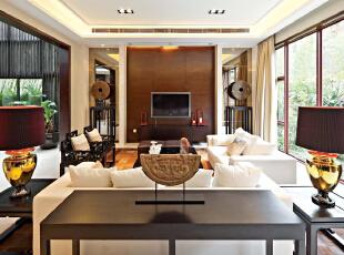 客厅:中式的家具摆放的仅仅有条,加上现代的沙发使整个空间更加的立体,481平,30万,中式,别墅,