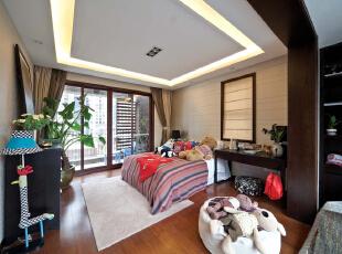 次卧:简单舒适,与众不同的背景墙和吊顶,展现出与众不同的一面,481平,30万,中式,别墅,