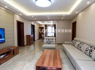 ,136平,15万,欧式,三居,龙发冰馨,现代,客厅,原木色,白色,