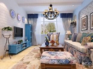 客厅整体格局略显狭长,所以沙发的选择比较简洁,大小适中。艳丽的的沙发传达出一种轻松活泼的气氛,让室内的空气一下子轻松起来。,90平,7万,田园,一居,