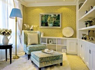 北京别墅装修设计—休闲区 主要以清淡 淡暖色的壁纸 白色的 简欧柜子 淡蓝色的地台灯 奢华 大气 颜色搭配柔和,350平,60万,欧式,四居,白色,蓝色,黄色,