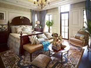 紫禁尚品国际装饰—主卧 欧式的居室有的不只是豪华大气,更多的是惬意和浪漫。 在整体明快、简约、单纯的房屋空间里,传承着西方文化底蕴的壁灯静静泛着影影绰绰的灯光,朦胧、浪漫之感油然而生。,378平,67万,欧式,别墅,卧室,原木色,白色,黄色,蓝色,