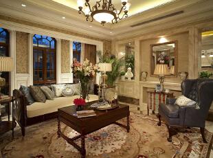 紫禁尚品国际装饰—客厅 运用了中式的雕花作为墙面装饰。以艺术的手段加以融合,富丽但不张扬,华贵而不庸俗。,378平,67万,欧式,别墅,客厅,黄色,紫色,原木色,