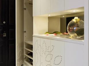 温馨的暖色系,非常符合80后业主的需求,重视室内使用功能, 家具陈设与空间密切配合,使十多年前的老房焕然一新,120平,9万,现代,三居,