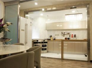 开阔明亮的开放式厨房。,190平,80万,美式,四居,厨房,