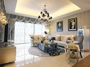 设计理念:现代欧式的居室有的不只是豪华大气,更多的是惬意和浪漫。本案设计过程中尽量通过软装和配饰体现风格。旨在打造低调欧式,体现主人内涵。 亮点:客厅内的家具,多有花纹、雕饰,线条优美。为了搭配家具的奢华古典,与整体空间相搭配,选用了这款棕色的窗帘,加之明亮瓷砖的烘托,低调的欧式风格已然成型。,90平,12万,欧式,两居,客厅,