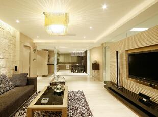住宅整体以米色基调为主,伴与少许深咖啡色的材质。米色是介乎于驼色和白色之间的一种都市色彩,它具有驼色的优雅大气,但又比驼色多了几分清爽宜人;它具有白色的纯净浪漫,但又比白色多了几分温暖和高贵,203平,20万,现代,三居,客厅,咖啡色,米色,