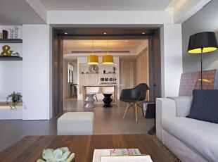 润城D3户型三室两厅133平方现代港式简约装修效果图 客餐厅     沙发旁边的地灯看上去很时尚、现代、温馨,133平,10万,现代,三居,客厅,白色,