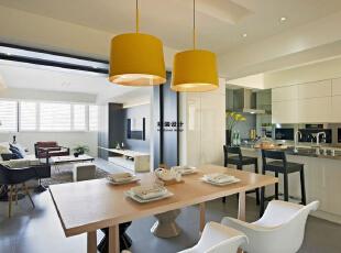 润城D3户型三室两厅133平方现代港式简约装修效果图 餐厅     实木材质的餐桌让人更贴近大自然,两把白色的餐椅更符合现代的风格,133平,10万,现代,三居,餐厅,白色,