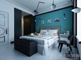 中豪汇景湾三室两厅简欧装修158平案例效果图——卧室效果图,房间顶部私人定制的法式花线和地面石材与木质地板的相互碰撞,是一种华丽的个性定制风格。,158平,12万,欧式,三居,中豪汇景湾装修,美巢装饰,装修装饰,装修优惠,装修团装,卧室,白蓝,
