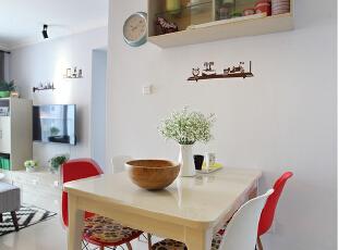为尽量多的增加储物空间,餐厅的上部我们也融入一些吊柜造型。,60.0平,6.0万,欧式,小户型,餐厅,