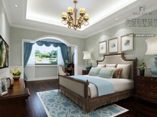 小孩房以纯净的蓝色和奶白色为主调,清淡的颜色有利于保护小孩的眼睛。家具仍然沿用美式家具一贯的风格,暗棕色的色调给人以安稳的抚慰作用。,美式,别墅,