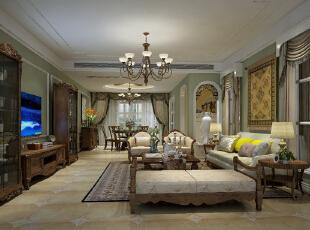 从玄关过度到客餐厅,色彩的过度也比较缓和,客厅色系采用了业主MM喜欢的绿色。沙发背后的储物间设计了两扇窗,窗户中间的墙面装饰选用挂毯,将风格融入设计。,168平,15万,小资,四居,