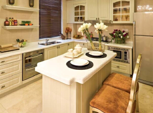 北京别墅装修设计——厨房 浅淡的颜色做整个空间的主色调 欧式白色的橱柜,378平,60万,现代,别墅,厨房,黄色,白色,