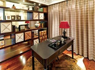 北京别墅装修设计——书房 简单的布置搭配 深色的家具 搭上深红色的木地板 用红色的台灯作为呼应 打着暖色的灯光!,378平,60万,现代,别墅,红色,黄色,书房,