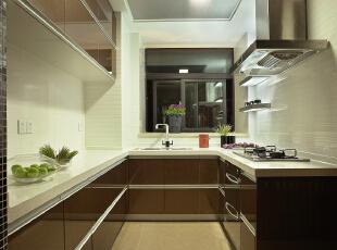 厨房:开放式的厨房,最大限度提升的业主对生活的热爱和创想,186平,15万,中式,四居,厨房,白色,