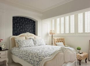 非常好看的大床,洁白的床单和纯白的装饰相应一体,凸显出一种宁静和格调。,120平,14万,地中海,三居,卧室,白色,
