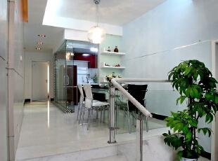 拾阶而上,半开放的厨房让空间更加丰富。,138平,16万,简约,两居,餐厅,白色,