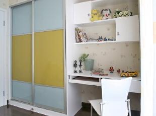 在这样一个功能齐备的空间中,小朋友快乐的长大。,138平,16万,简约,两居,卧室,黄色,蓝色,