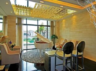 北京别墅装修设计——休闲区 主要用于钢琴区 深色的地砖 暖色的家具做为搭配,165平,40万,欧式,三居,黑白,黄色,红色,