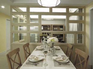 餐桌和餐椅采用的实木,这足以看出业主对于大自然的喜爱,像融入大自然中一样,140平,10万,现代,三居,餐厅,白色,