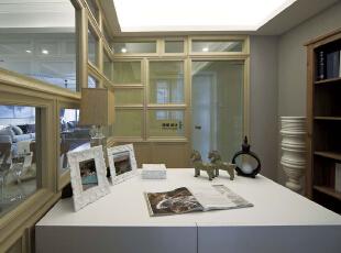 书房采用了很多实木做成的框架,看上去很有格调,140平,10万,现代,三居,书房,白色,