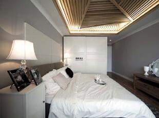 卧室的吊顶是亮点,业主比较喜欢板木结合的感觉,向往自由,崇尚大自然,140平,10万,现代,三居,卧室,白色,