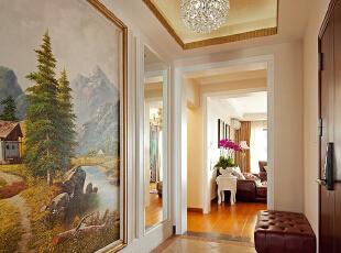 """入门是一大幅油画,因为门与墙壁的距离过近,这样的设计为了不显逼仄,迎面一幅山水,会有""""曲径通幽""""的景深感。,160平,60万,美式,三居,客厅,春色,"""