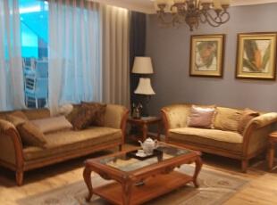 客厅以实木家具展现出中式家居的层次之美。再配以一些简约的造型为基础,添加了中式元素,使整体空间更加丰富,大而不空、厚而不重,有格调又不显压抑。,90平,11万,中式,两居,客厅,白紫,